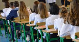 Strajk w szkołach. Gimnazjaliści z Piły rozpoczęli egzaminy