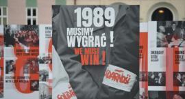 """""""1989. Musimy wygrać!"""". Plenerowa wystawa w Pile [ZDJĘCIA]"""