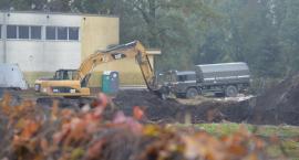 Niewybuchy na placu budowy. Ewakuacja LO w Pile [ZDJĘCIA]