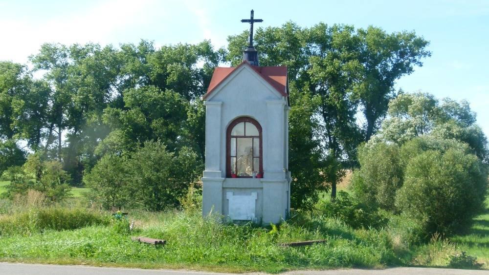 Powiat, zadba kapliczkę - zdjęcie, fotografia