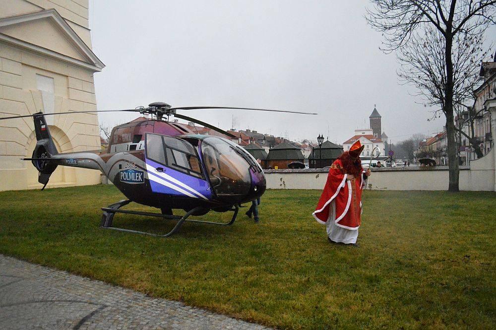 Z życia parafii, Święty przyleciał helikopterem - zdjęcie, fotografia