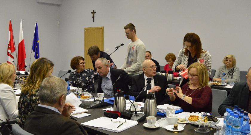 Pomoc społeczna, Radni powiatowi wsparli WOŚP - zdjęcie, fotografia