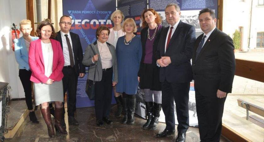 """Szkoły powiatowe, """"Irena Sendlerowa memoriam"""" inauguracja - zdjęcie, fotografia"""