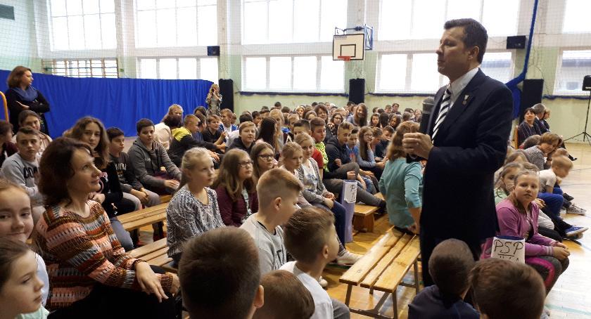 Szkoły gminne, Rzecznika Dziecka wizyta Winnicy - zdjęcie, fotografia
