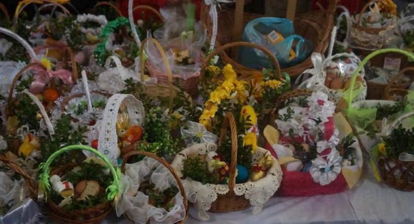 Z życia parafii, Święcenie pokarmów pułtuskich parafiach - zdjęcie, fotografia