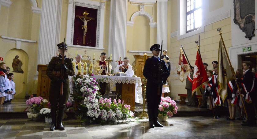 Wydarzenia, hołdzie pomordowanym Katyniu ofiarom katastrofy Smoleńsku - zdjęcie, fotografia