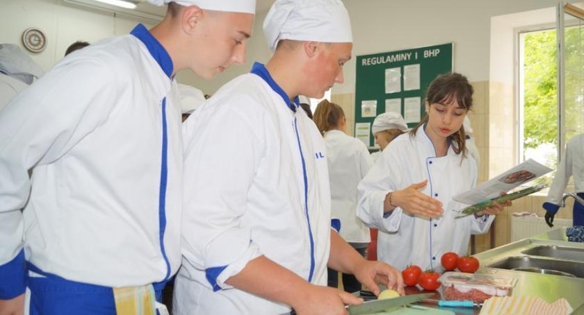 Szkoły powiatowe, Warsztaty językowo kulinarne wolontariuszami - zdjęcie, fotografia