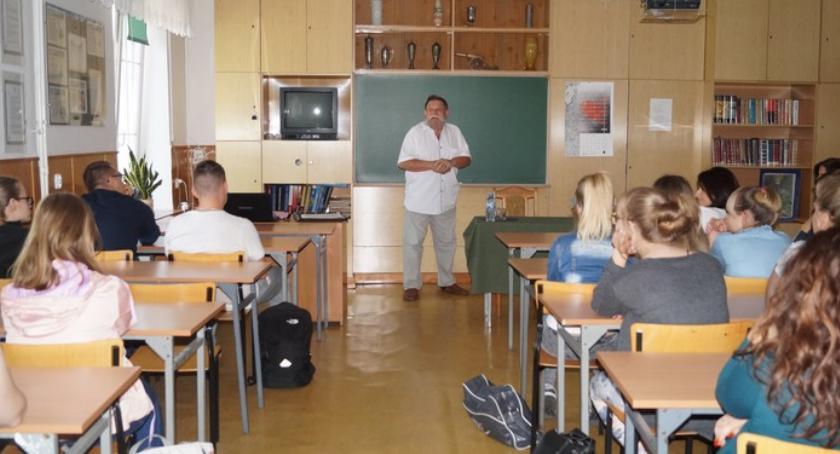 Szkoły powiatowe, Patriotyzm trudne spotkanie Leszkiem Malinowskim - zdjęcie, fotografia