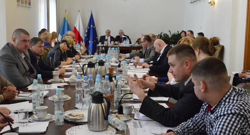 Samorząd, Nieudzielenie absolutorium obniżenie pensji burmistrzowi Pułtuska - zdjęcie, fotografia
