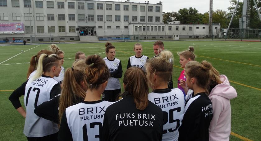 Piłka nożna, Pułtusk ostatnim meczu rundy jesiennej - zdjęcie, fotografia