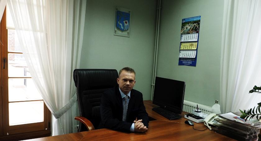Samorząd, Burmistrz Krzysztof Nuszkiewicz wrócił urzędu - zdjęcie, fotografia
