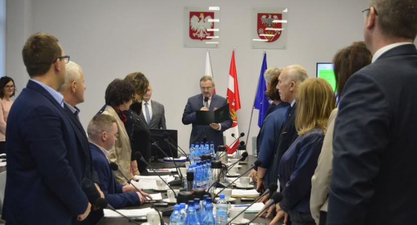 Samorząd, Sprawiedliwie równo radni powiatowi wybrali składy komisji - zdjęcie, fotografia