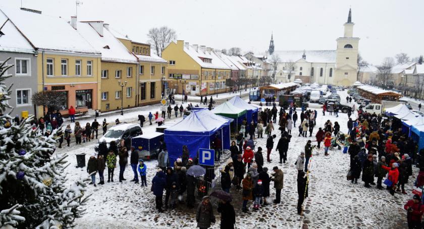 Wydarzenia, Wigilia mieszkańców miasta powiatu przed ratuszem - zdjęcie, fotografia