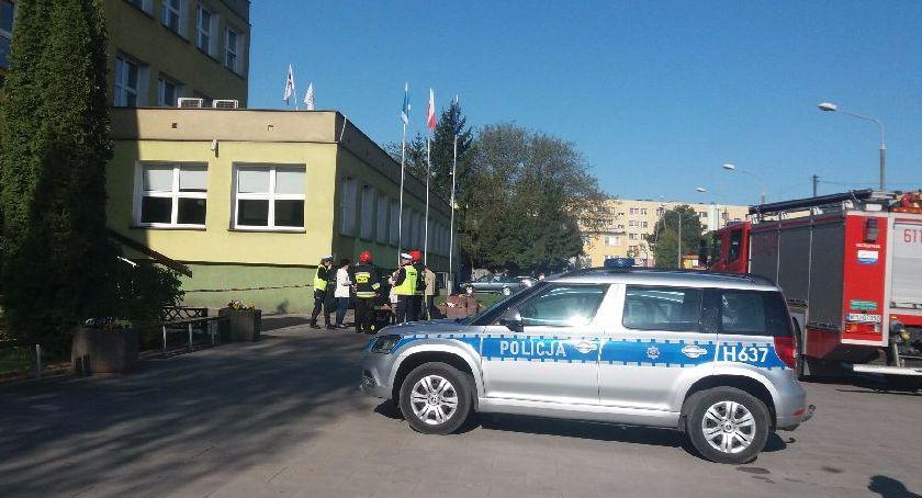 Powiat, Alarmy bombowe szkołach - zdjęcie, fotografia