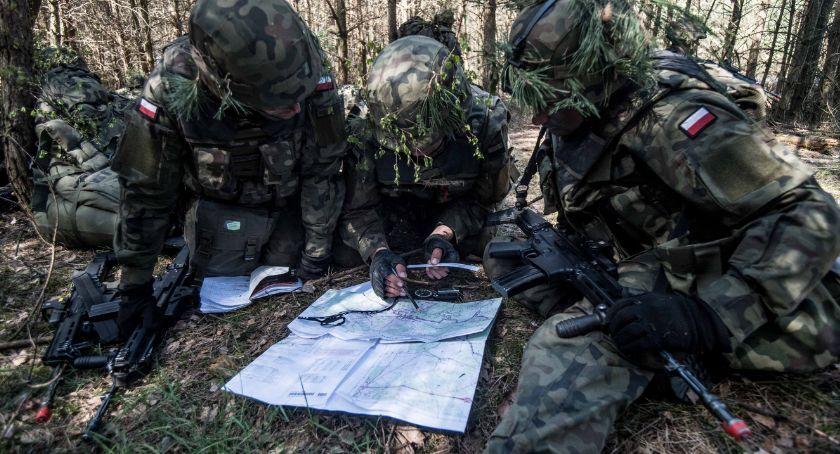 Komunikaty, Aktywny szkoleniowy weekend żołnierzy - zdjęcie, fotografia