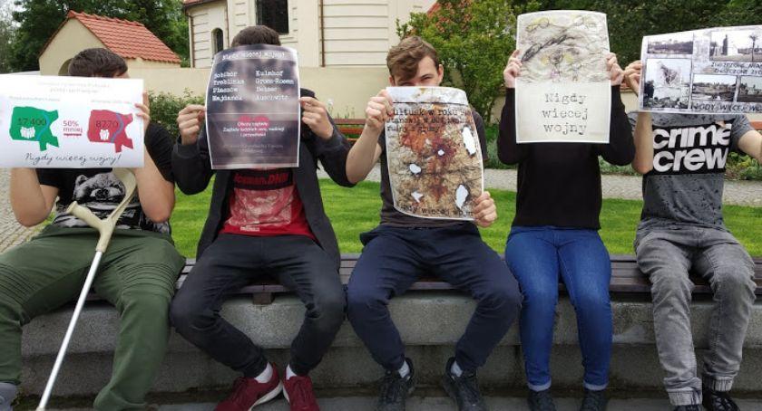 Szkoły powiatowe, Niestandardowe techniki wykonania plakatów - zdjęcie, fotografia