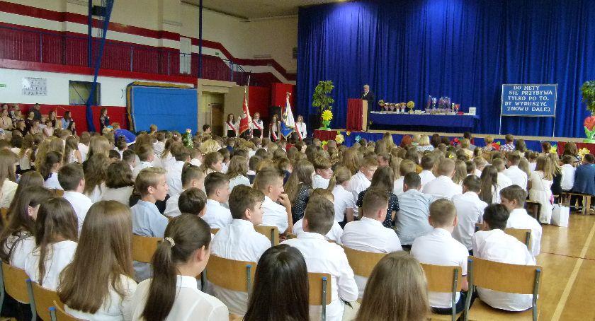 Szkoły gminne, Uczniowie Winnicy mają wakacje - zdjęcie, fotografia
