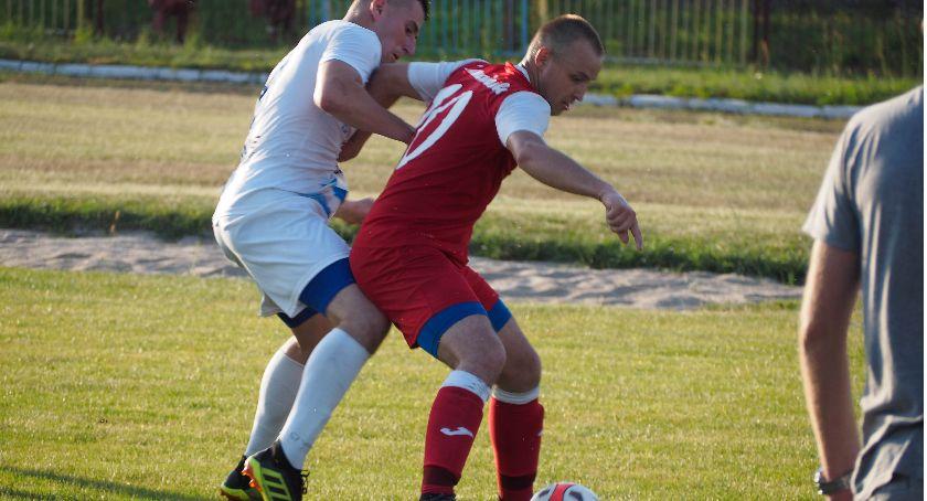 Piłka nożna, Nadnarwianka lidze - zdjęcie, fotografia