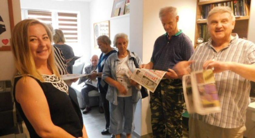 Seniorzy, Seniorzy wizytą redakcji - zdjęcie, fotografia
