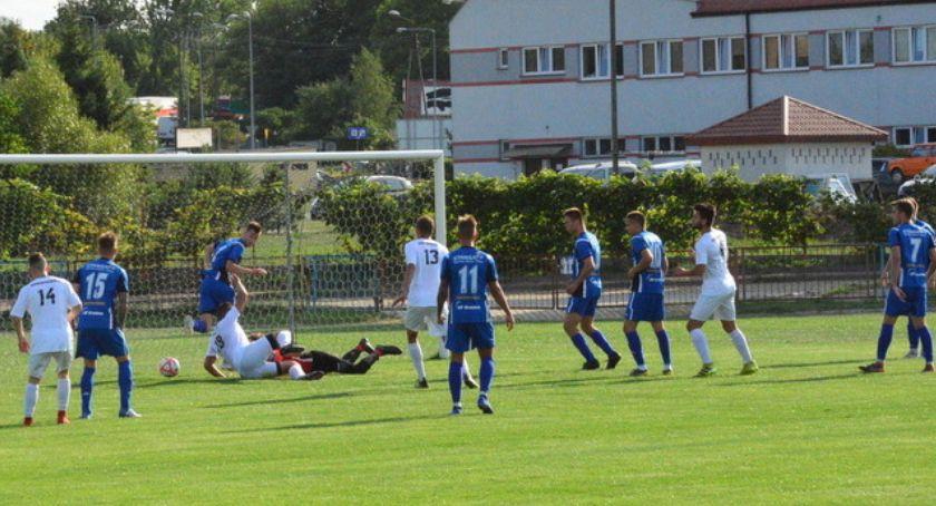 Piłka nożna, Mistrzowskie rozpoczęcie sezonu - zdjęcie, fotografia