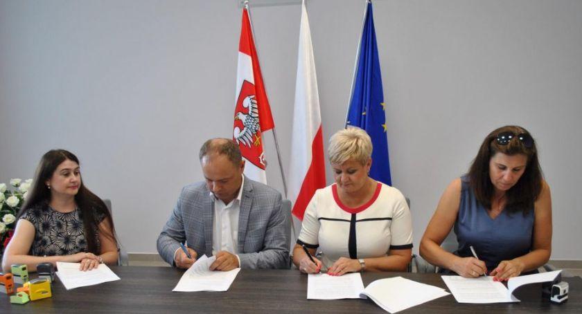 Powiat, Kolejne umowy dofinansowaniem PFRON podpisane - zdjęcie, fotografia