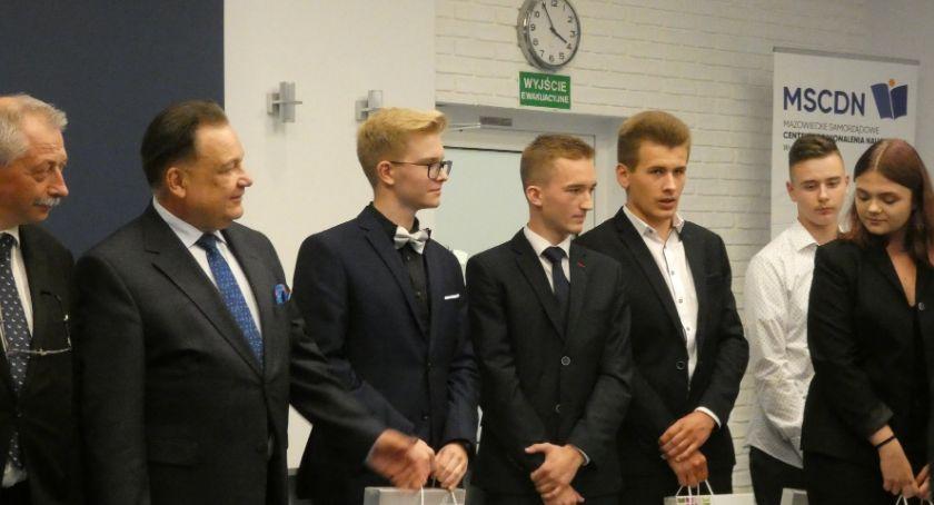 Edukacja, Ruszkowiacy nagrodzeni przez Marszałka - zdjęcie, fotografia
