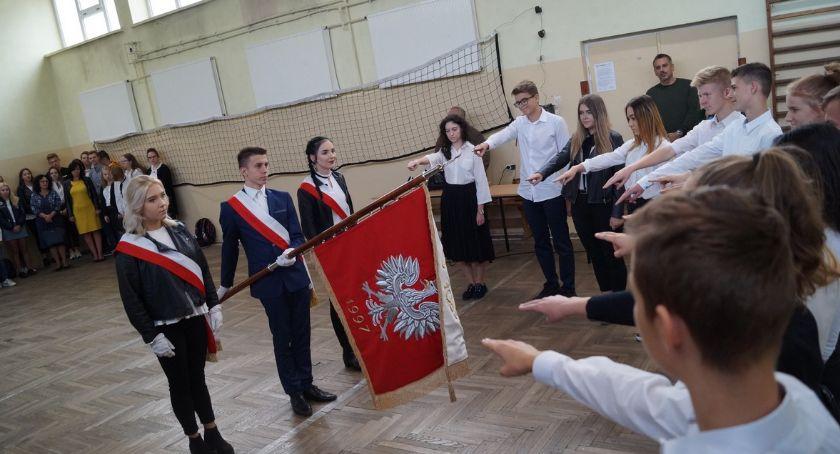 Edukacja, Ślubowanie pierwszoklasistów Prusie - zdjęcie, fotografia