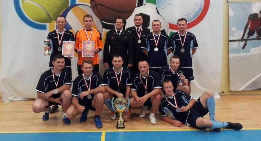 Piłka nożna, Pułtuscy strażacy wicemistrzami województwa halowej piłce nożnej - zdjęcie, fotografia