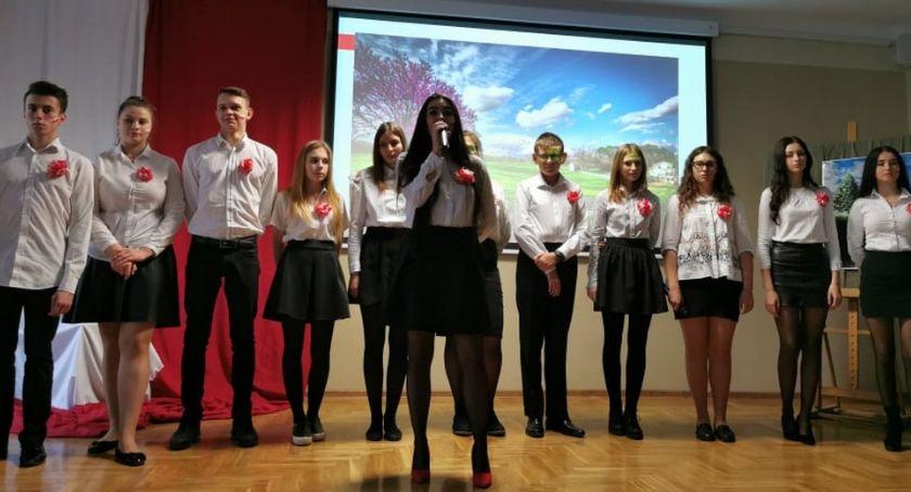 Szkoły powiatowe, Narodowe Święto Niepodległości Prusie - zdjęcie, fotografia