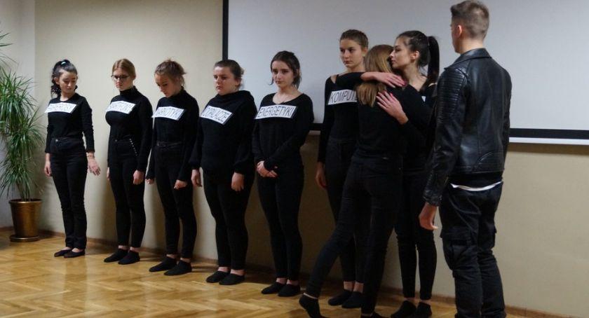 Szkoły powiatowe, Przedstawienie profilaktyczne Prusie - zdjęcie, fotografia