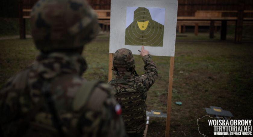 Komunikaty, Zegrzyńscy żołnierze strzelają Grotów - zdjęcie, fotografia