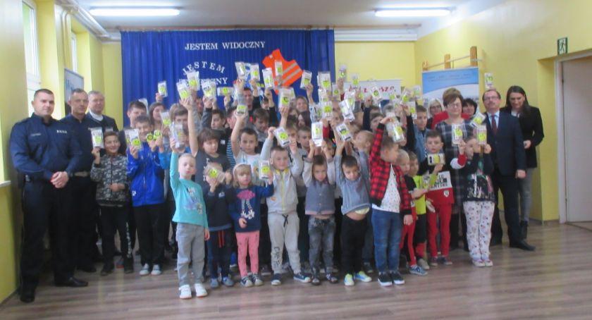 """Wydarzenia, """"Jesteś widoczny jesteś bezpieczny"""" kampania pobyłkowskiej szkole - zdjęcie, fotografia"""