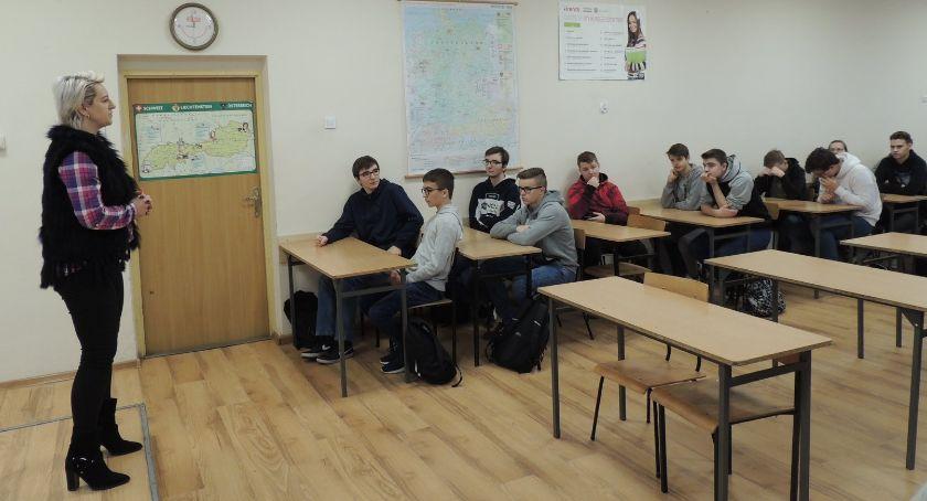 Szkoły powiatowe, Światowy Dzień HIV/AIDS profilaktyka Ruszkowskim - zdjęcie, fotografia