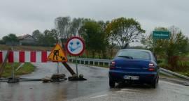 Jeżdżą nielegalnie mostem