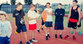 Starzy kontra Młodzi – turniej koszykówki