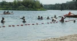 Pływają mimo zakazu