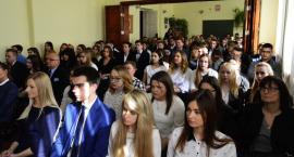 Maturzystów Skargi pożegnanie ze szkołą