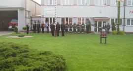Uroczysty apel z okazji Dnia Flagi w komendzie Straży Pożarnej
