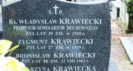 """Z cyklu """"Tajemnice wiejskich cmentarzy"""" - Trzy groby księdza Krawieckiego"""