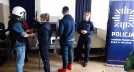 Policjanci na spotkaniu z pierwszoklasistami w Golądkowie