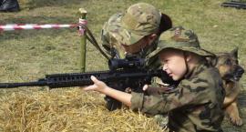 Piknik militarny na przystani trwa