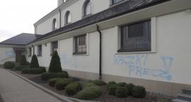 Zdewastowano budynek kościoła na Popławach
