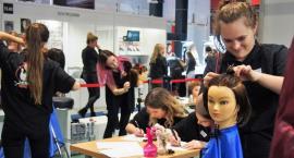 Uczniowie Prusa na targach branży fryzjerskiej