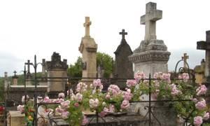 Archiwum Aktualności, Kradzież cmentarzu zniknęła płyta płaskorzeźba Pomnika Nieznanego Żołnierza - zdjęcie, fotografia