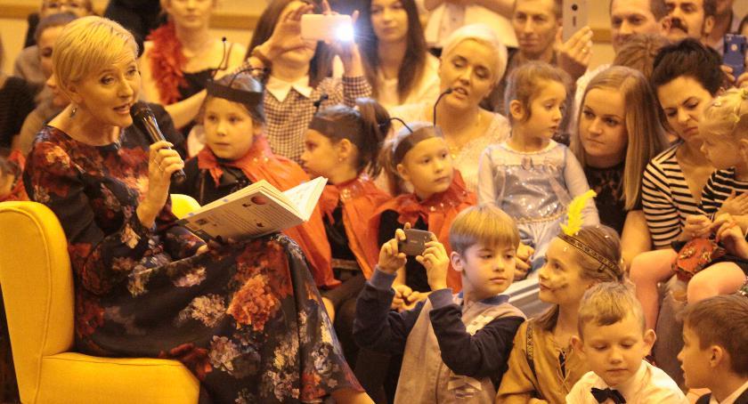 Uroczystości Miejskie, Agata Kornhauser odwiedziła podstawówkę Garwolinie - zdjęcie, fotografia
