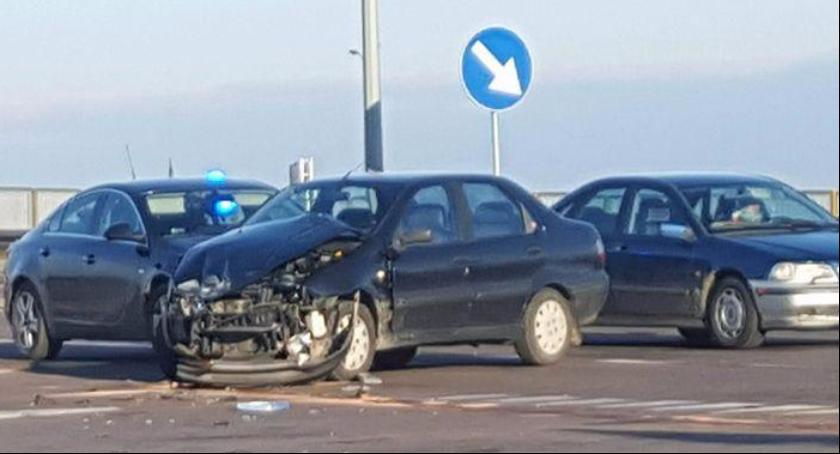 Zdjęcie poglądowe dotyczy kolizji drogowej.