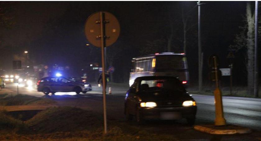Zdjęcie poglądowe Wypadek – Pijany leżał na środku jezdni. Przejechał go autobus!