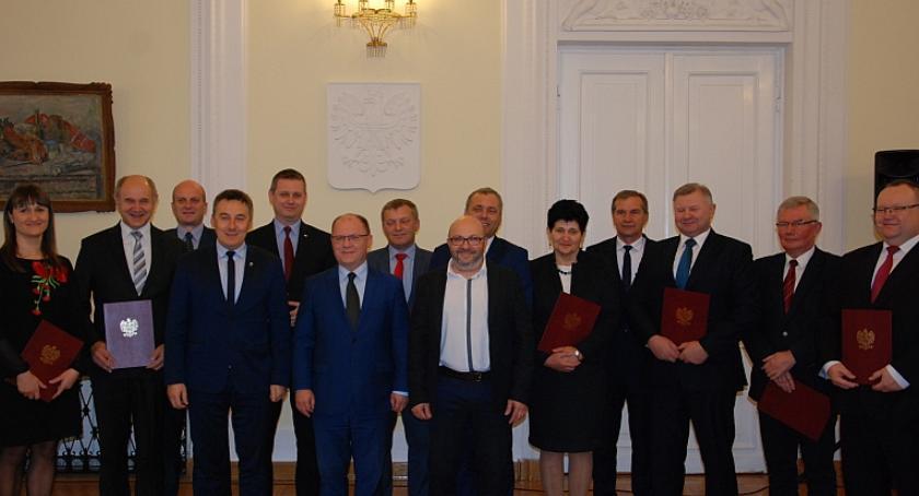 Inwestycje Powiat, Promesa remont drogi Garwolin Żelechów - zdjęcie, fotografia