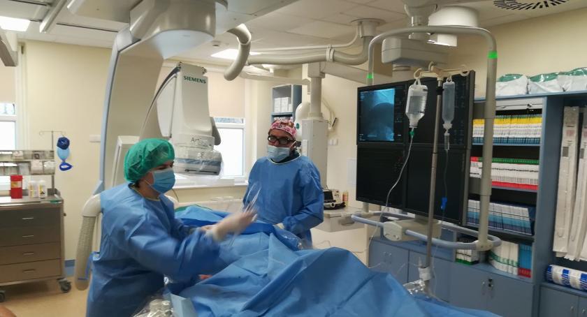 Zabieg koronarografii w szpitalu w Garwolinie.