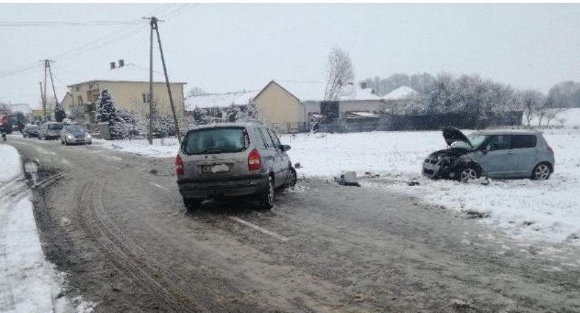 Wypadki drogowe , Ślisko drogach kolizje wypadek szpitalu latka - zdjęcie, fotografia
